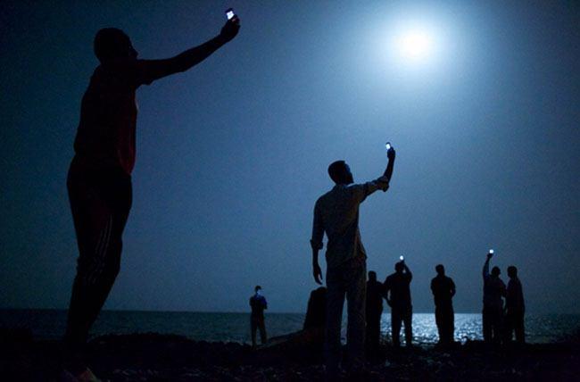 Raising Mobiles To Get Signal
